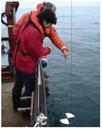 Figure 2.13 Measuring water clarity at the FRS Ecosystem Monitoring site off Stonehaven using a Secchi Disk